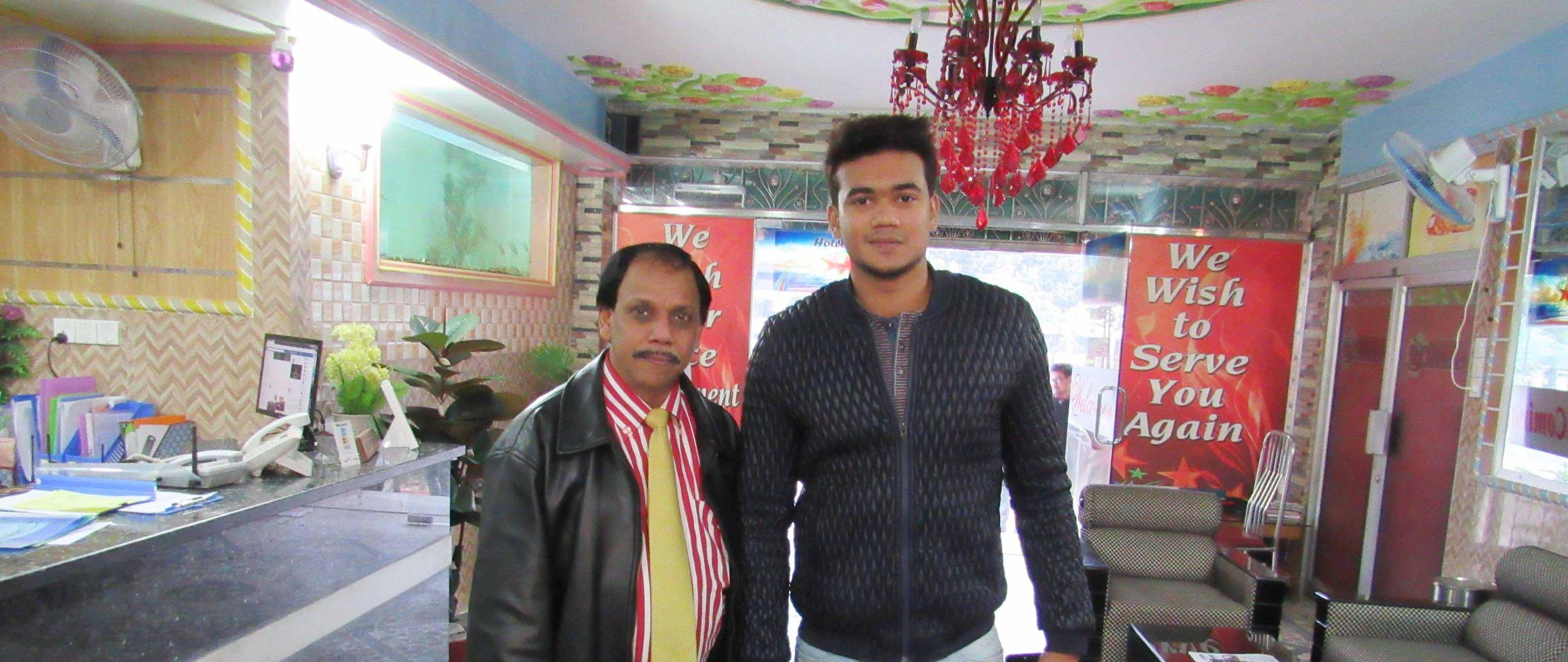 Cricketer Taskin Ahmed with Hotel Star Chairman