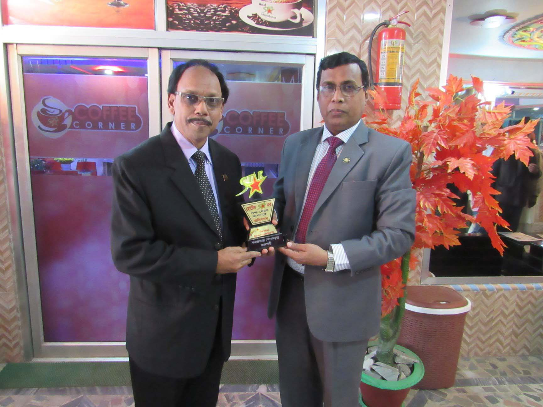 Hotel Star Chairman gives crest gift to Honorable guest